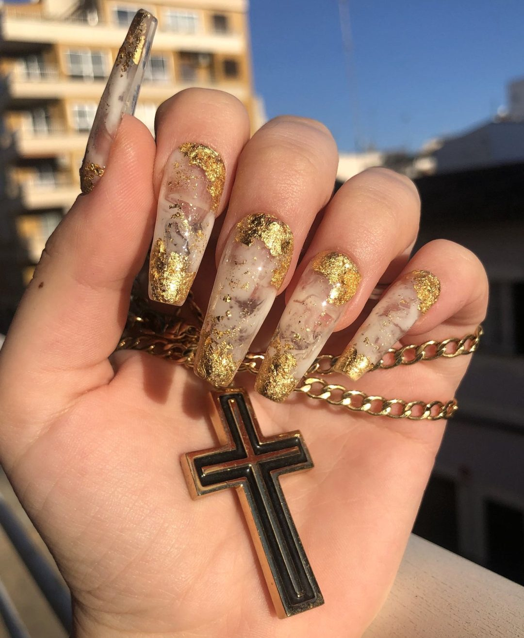 white and gold marble nail designs