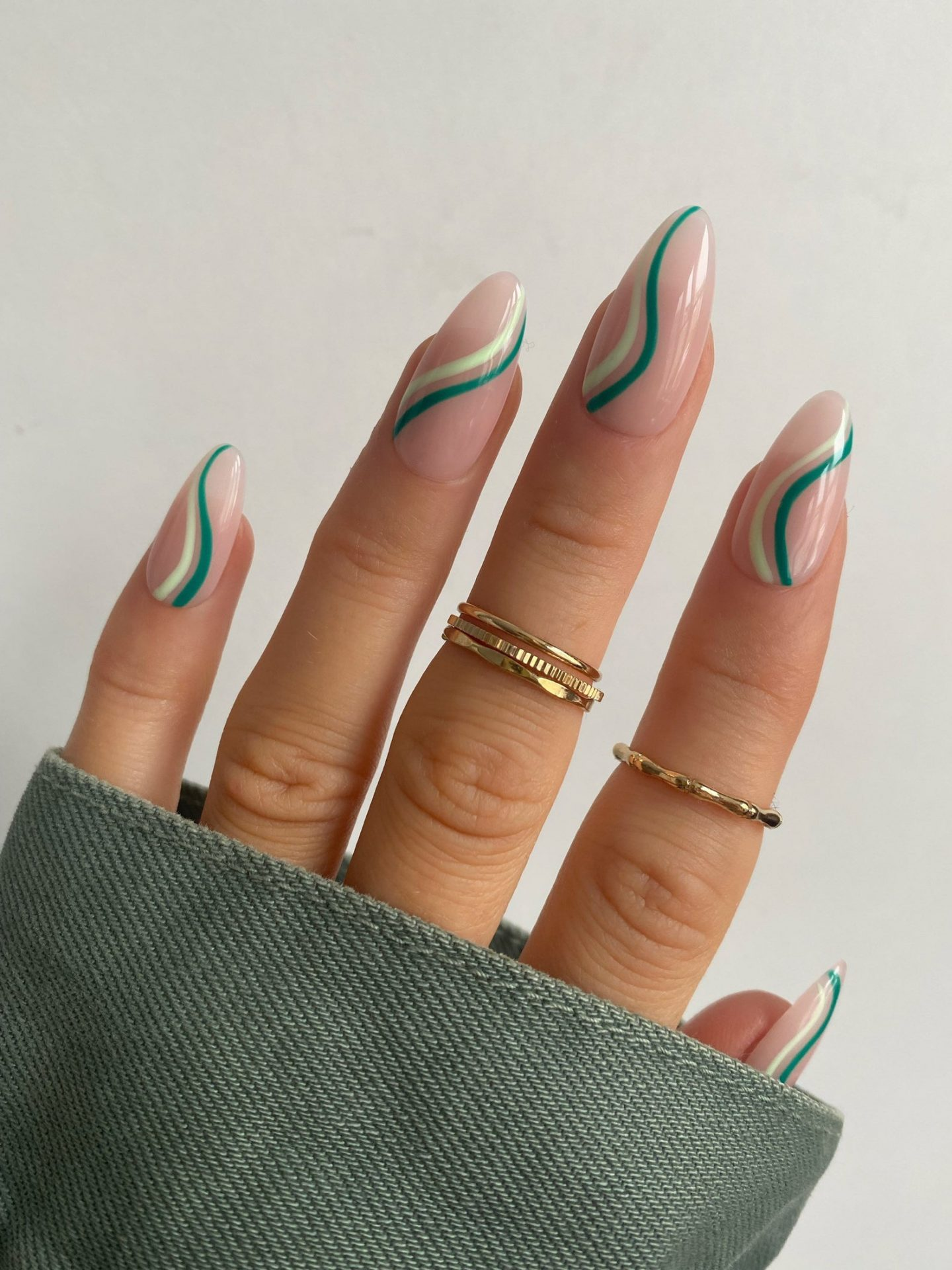 Green abstract swirl nails