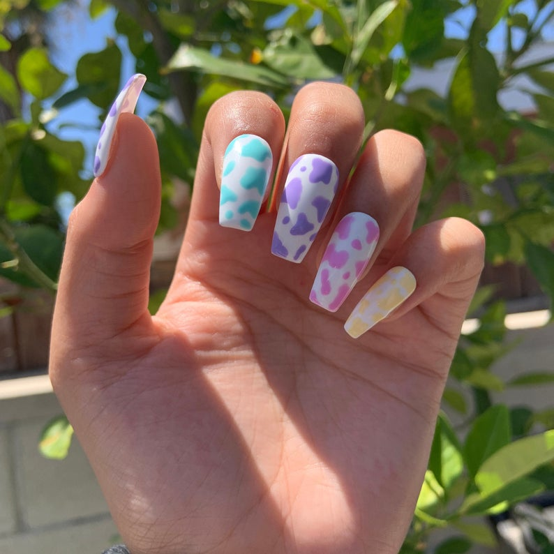 Pastel cow print design for coffin nails