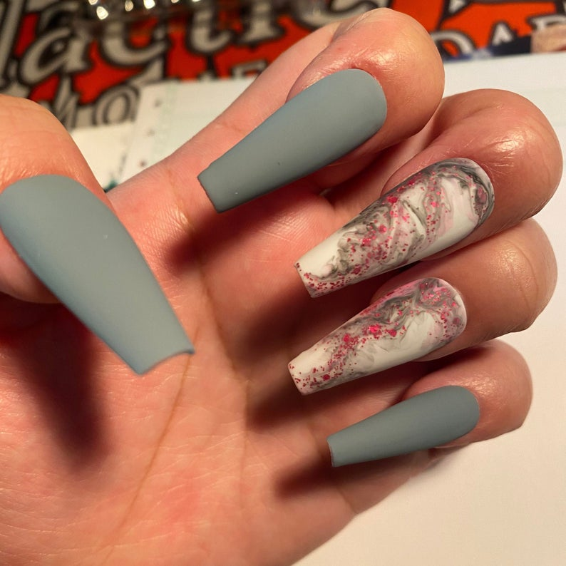 Gray matte nails with marble design