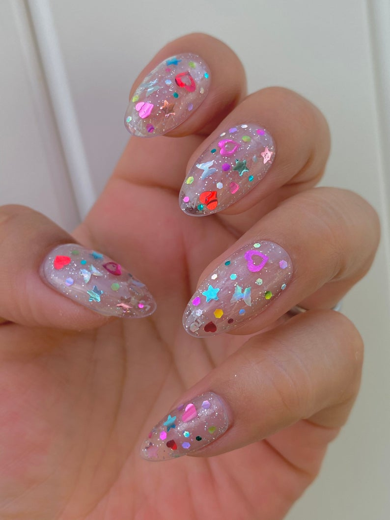 y2k holographic nail art