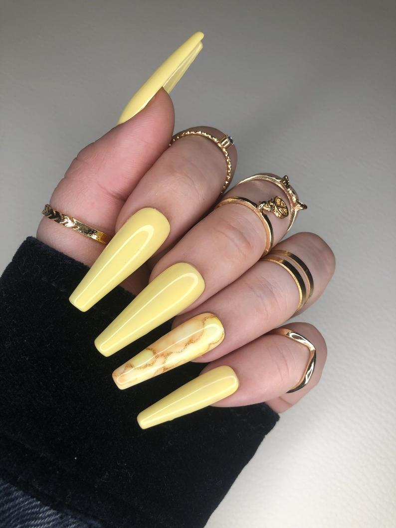 Pastel yellow marble nails