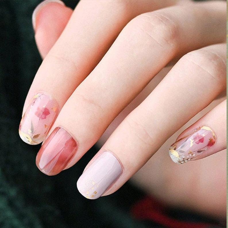 Dainty floral gel nails