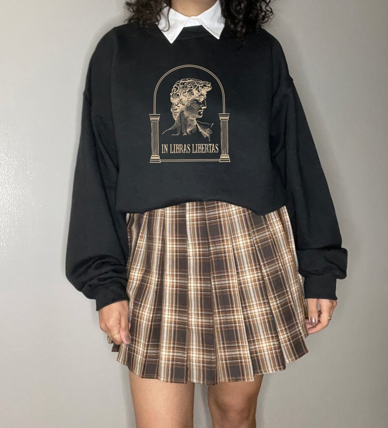 Preppy oversized sweater and plaid skirt for dark academia outfits