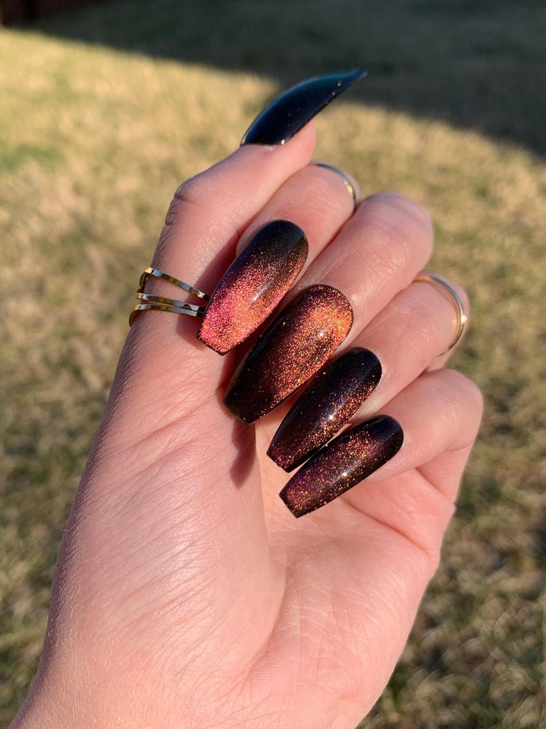 Velvety glitter nails