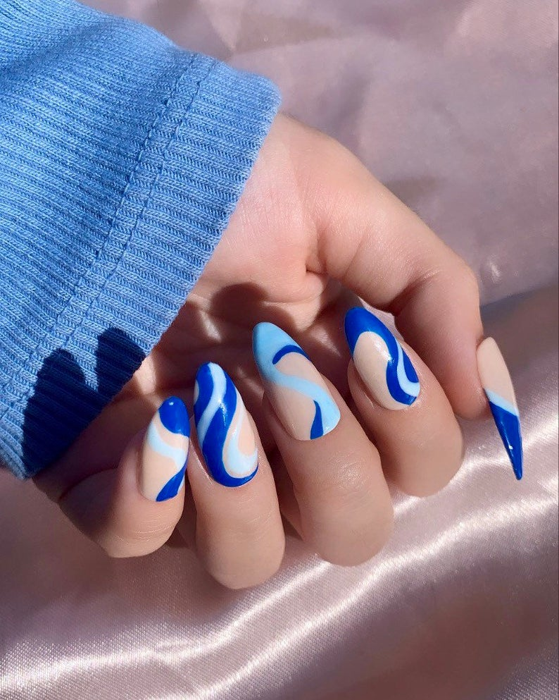Wavy blue almond nail design