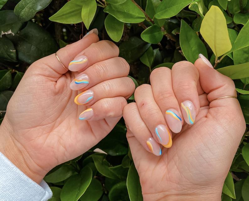 Wavy almond nail design