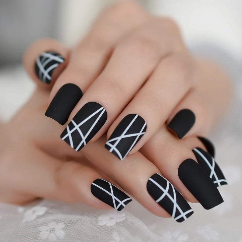 Black and white abstract striped nails