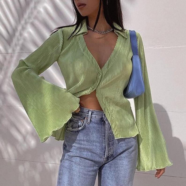Y2k kıyafetleri için dökümlü adaçayı yeşili üst