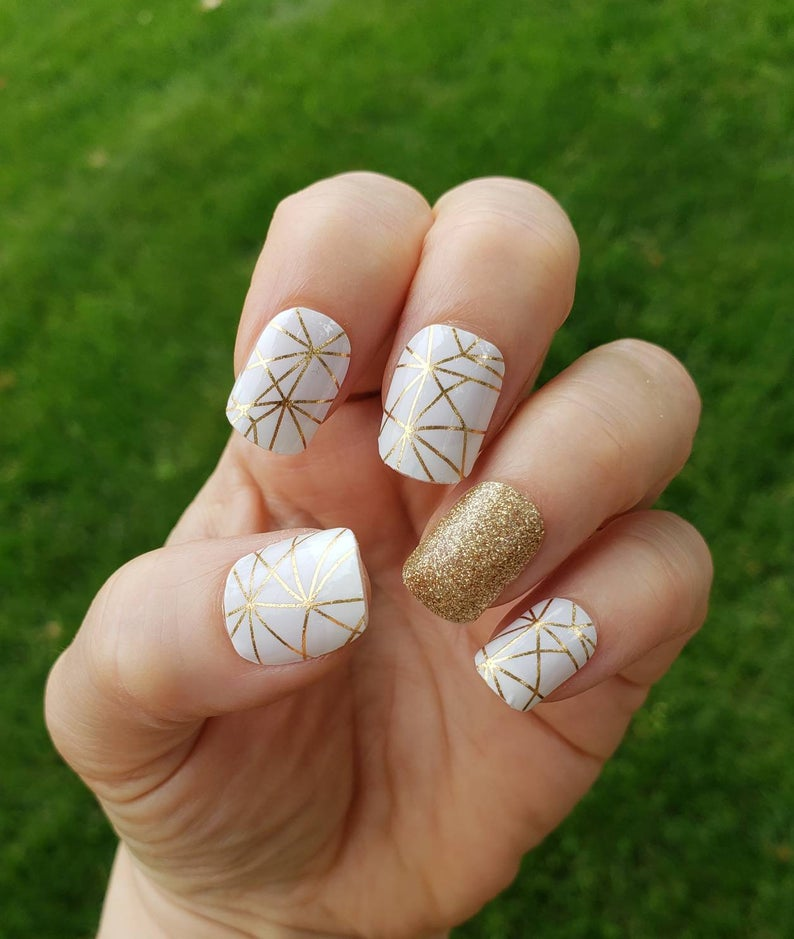Abstract gold glitter nails
