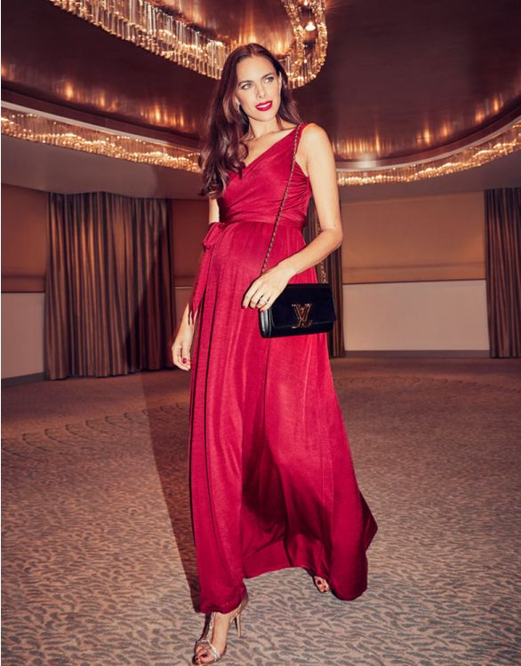 Red nursing gown for wedding guests