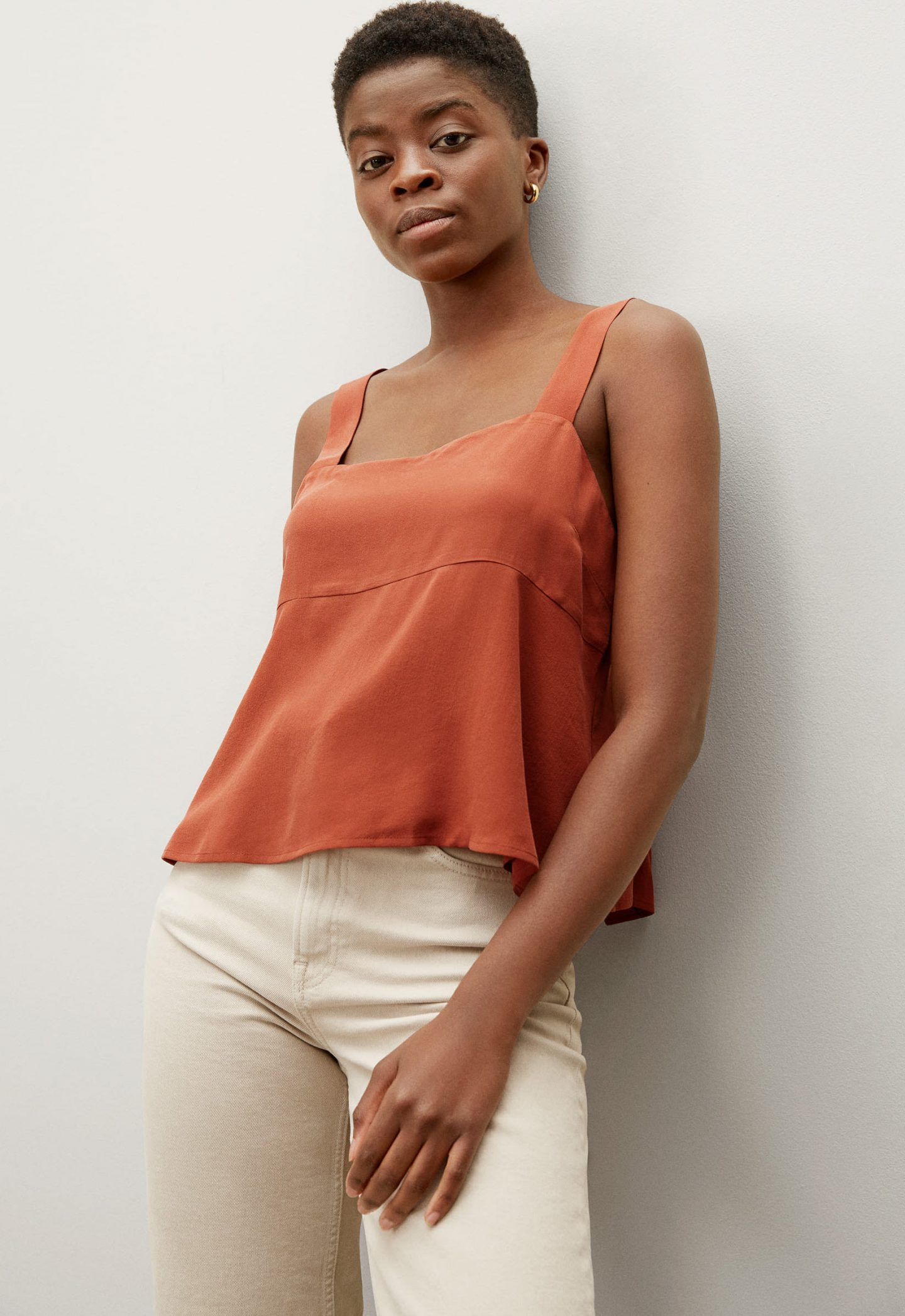 Sleeveless silk top in the color terracotta
