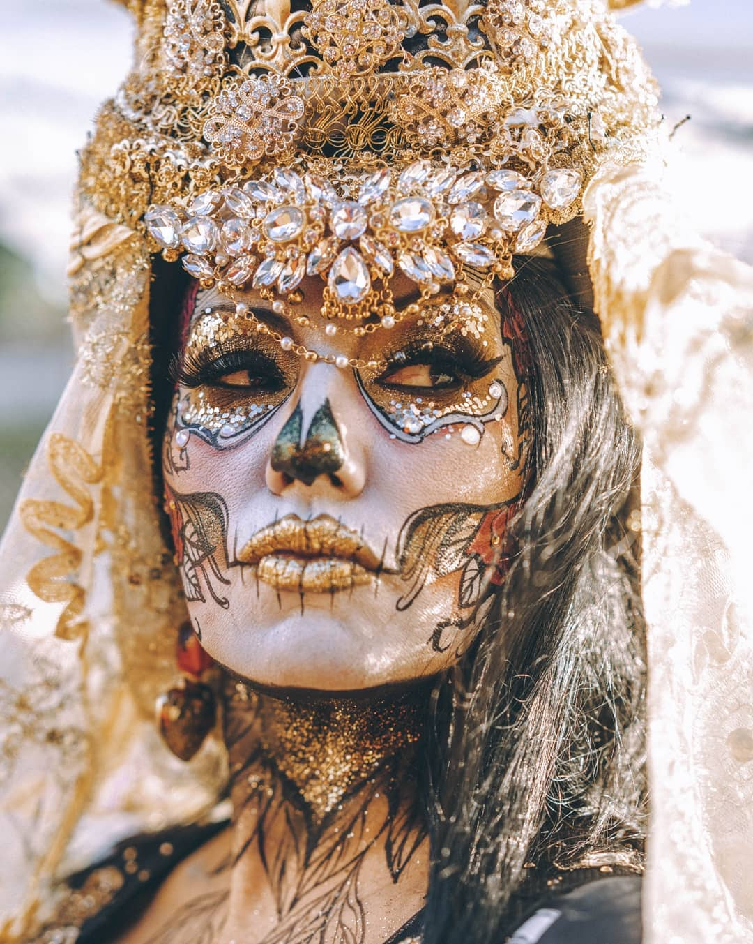 All-gold sugar skull and embellished with rhinestones for Day of The Dead Makeup Ideas