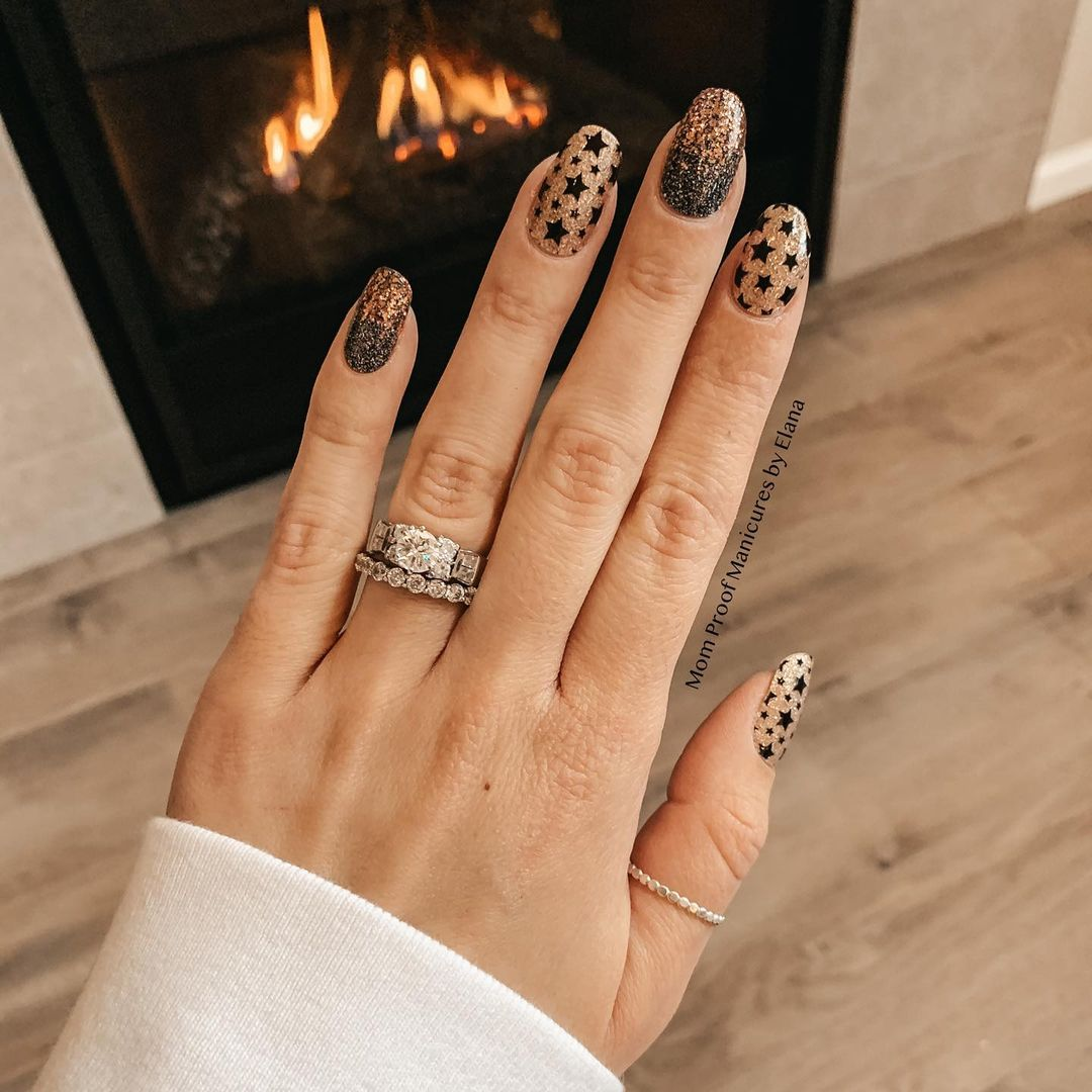 Gold glitter nails for New Years Eve nails