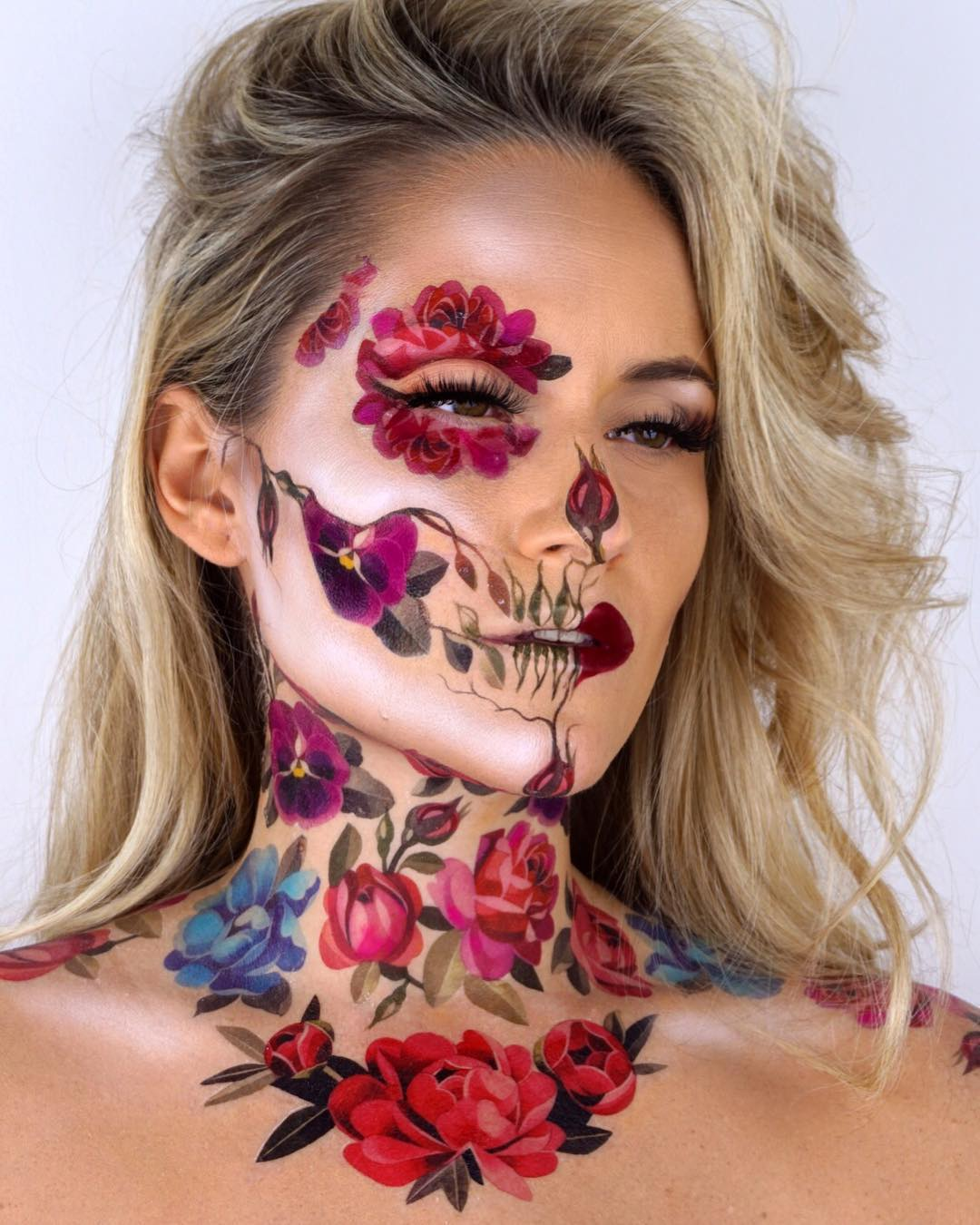 Dainty floral skull for Day of The Dead Makeup Ideas