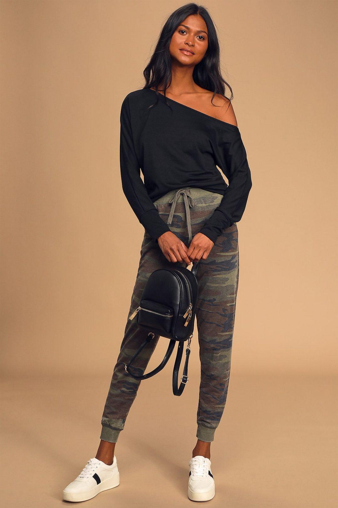 Loose black sweater