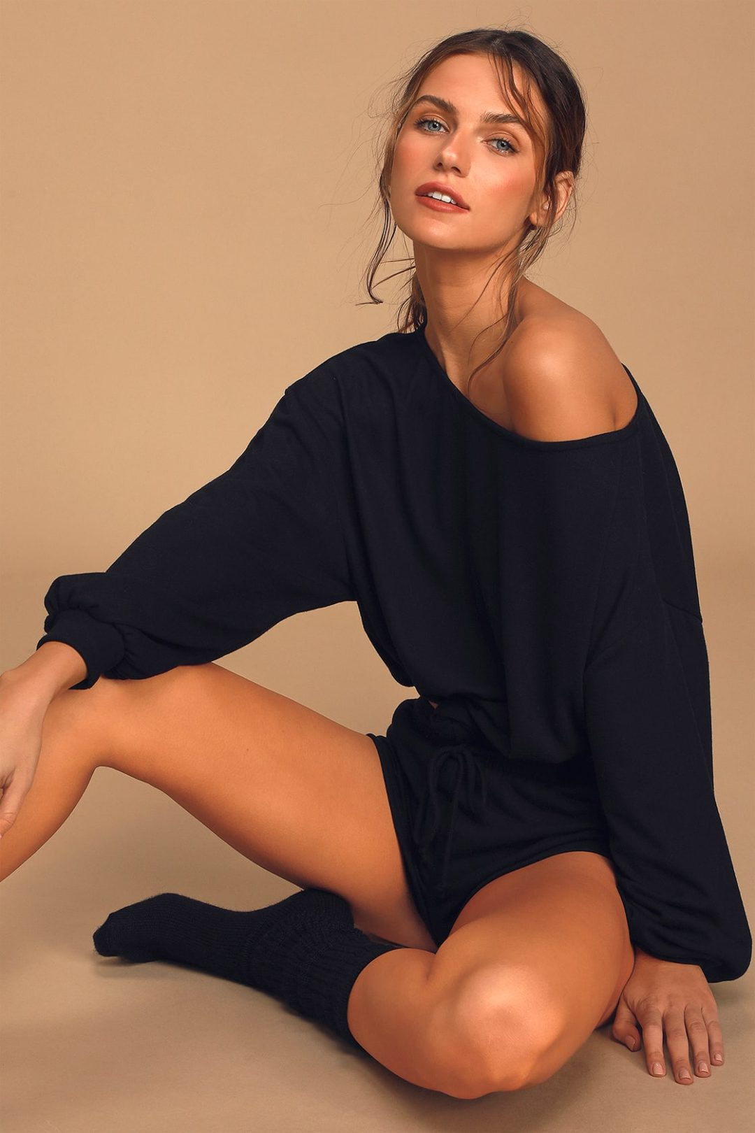 Loose black sweater to wear after self tanning