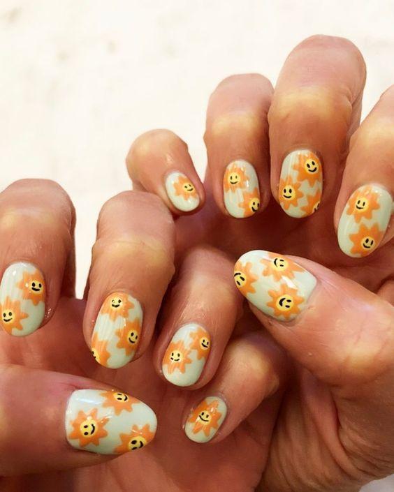 Smiley sun face nails