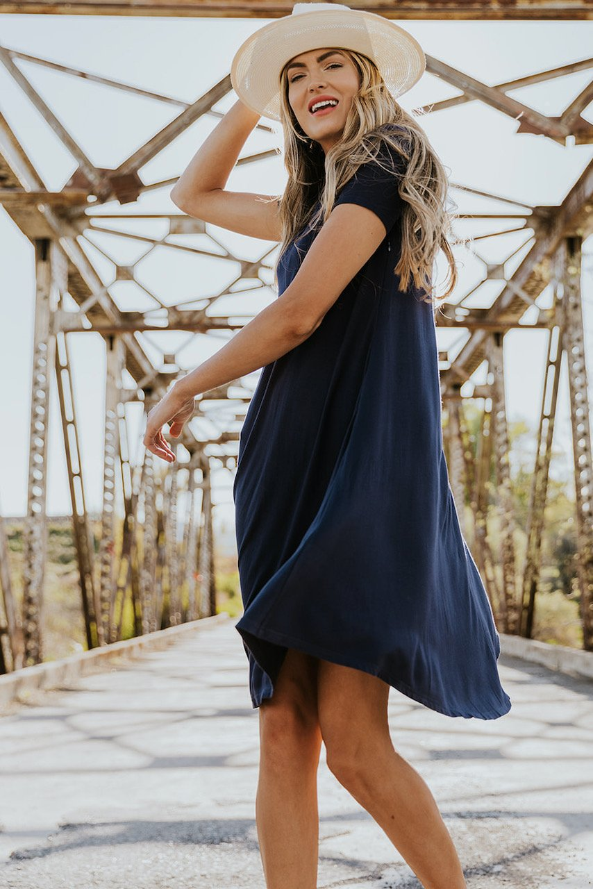 Loose dark blue house dress to wear after a spray tan