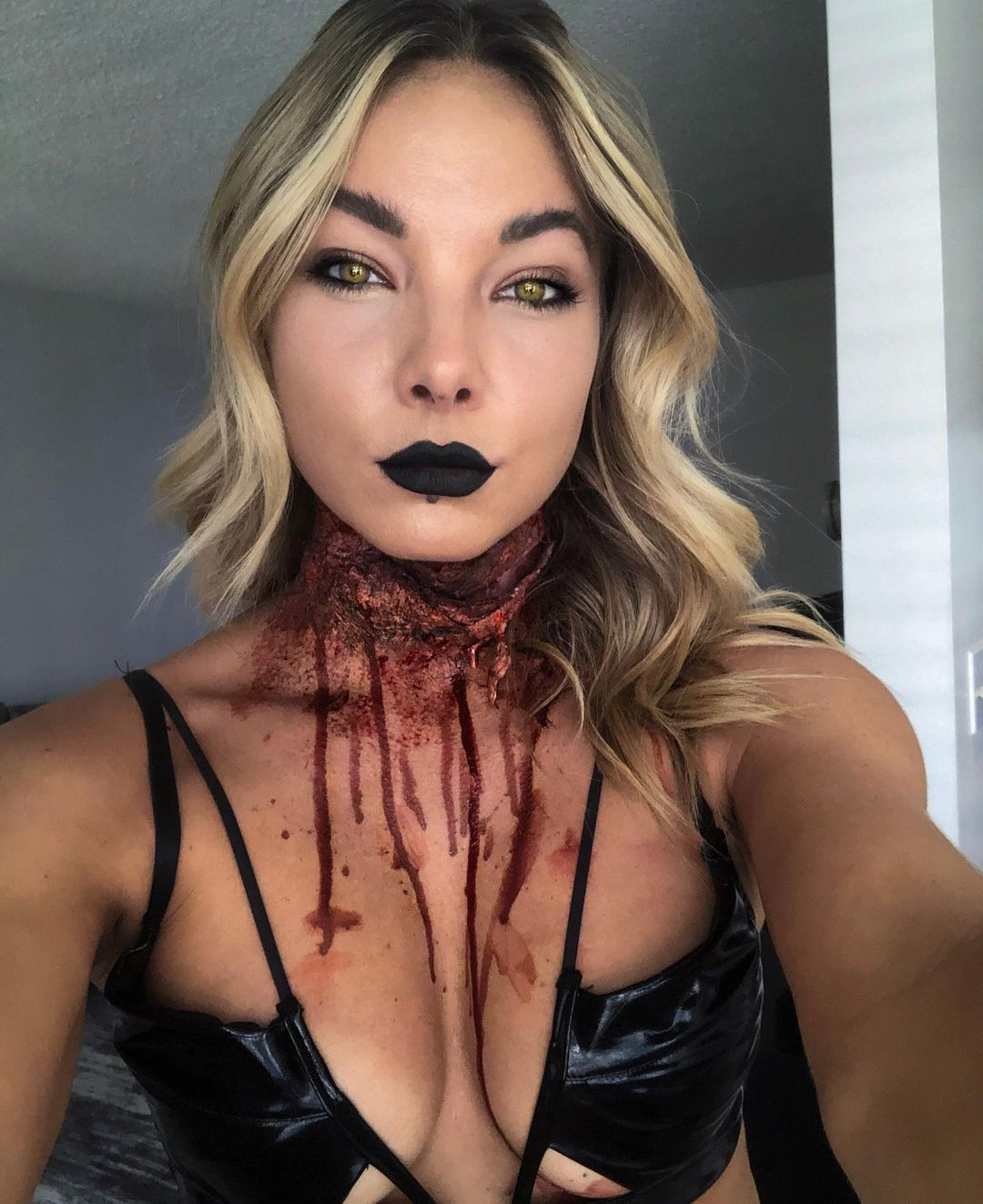 Bloody neck for Scary Halloween Costumes for Women