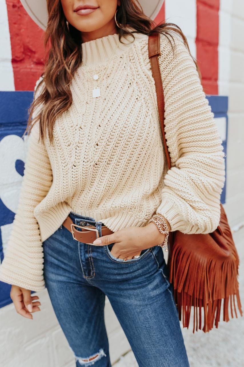 Cute cream sweater outfit