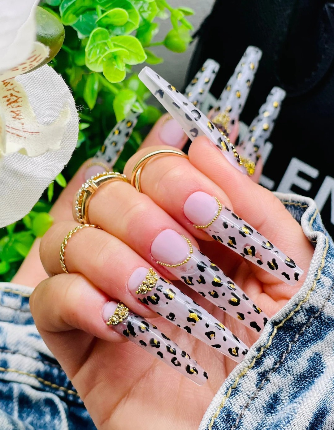 Glam leopard print coffin nails