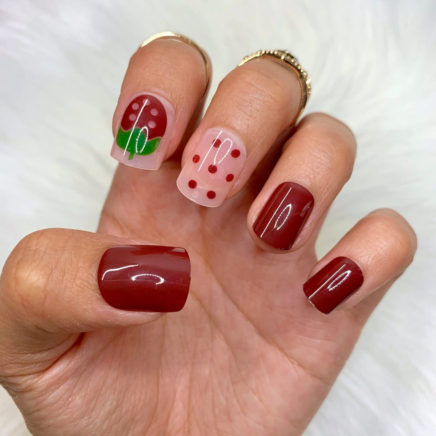 Short wine red strawberry nails
