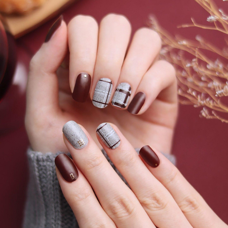Short matte grey and burgundy nails with tartan print