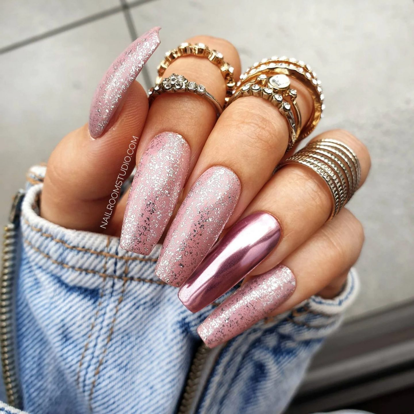 Long dusty pink coffin nails with chrome effect