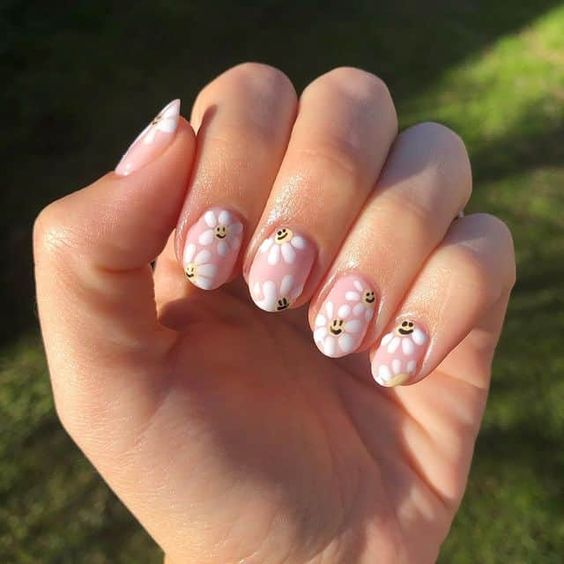 Soft pink polihs and smiley face daisy design