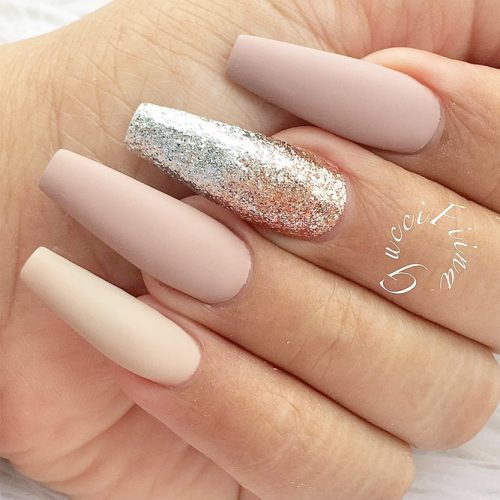 Matte nude nails with glitter