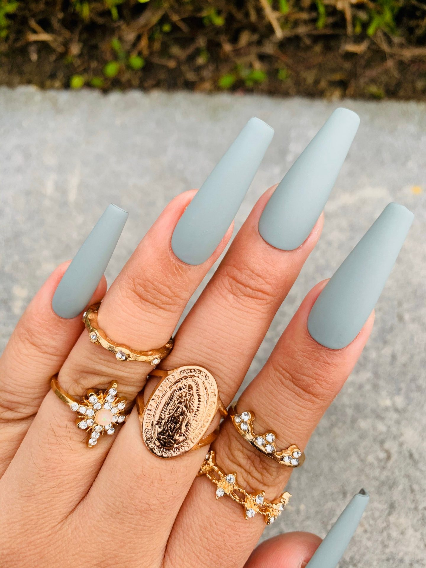 Long matte grey coffin nails with gold midi rings