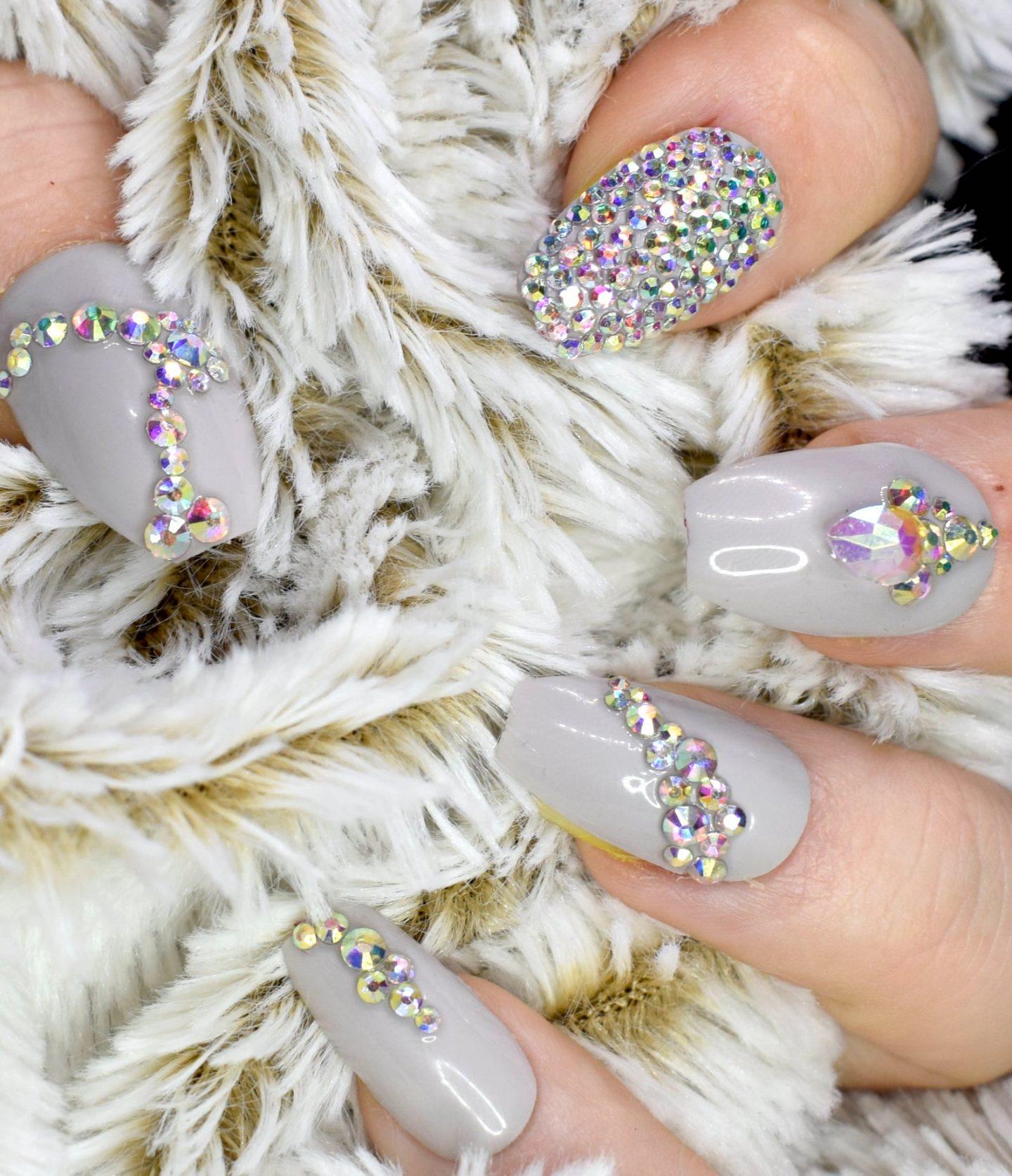 Short light grey rhinestone nails