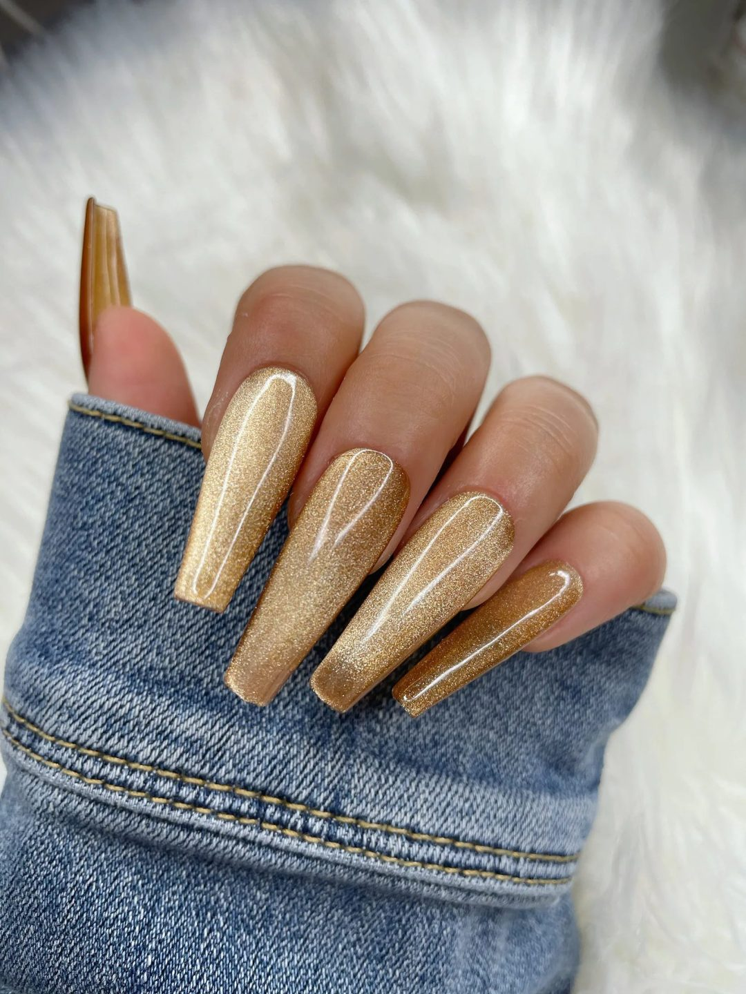 God champagne nails for New Years Eve nails
