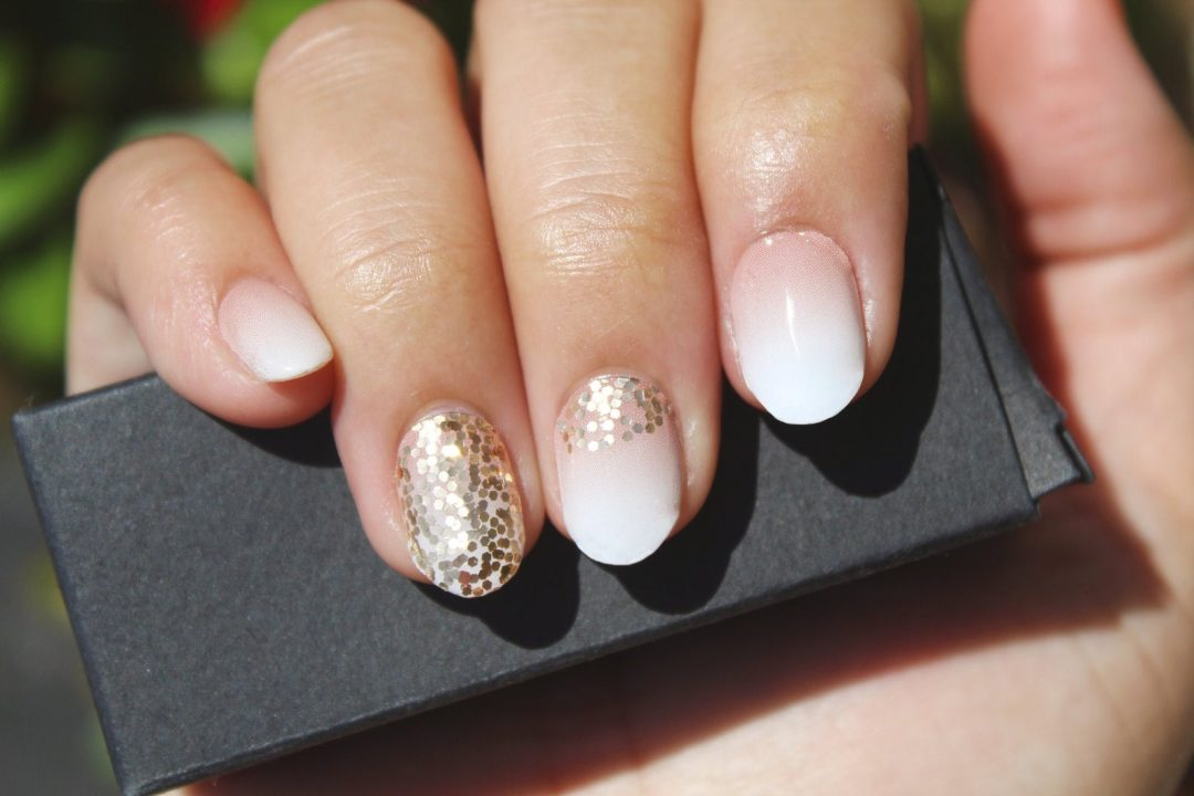 Dainty ombre nails with glitter