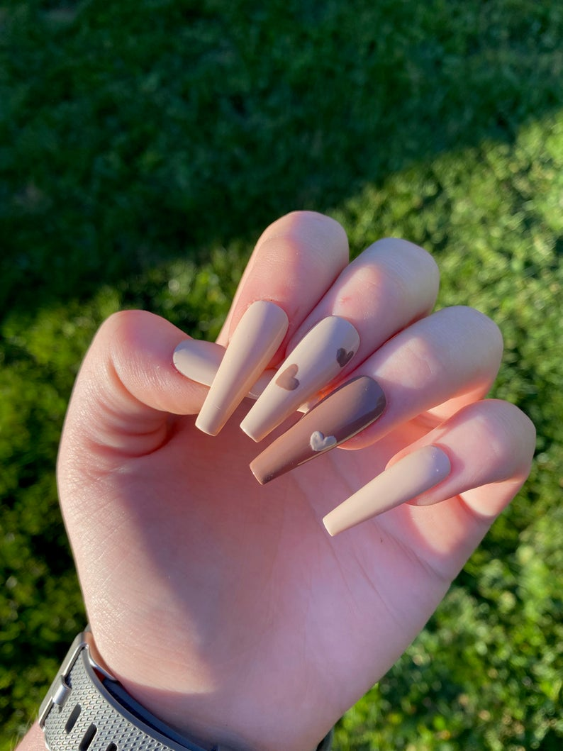Matte brown nails with little hearts