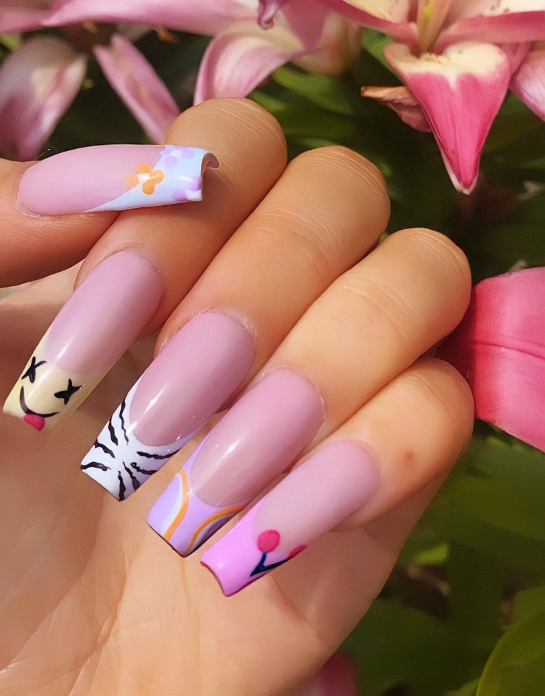 Cute retro nails with French tips