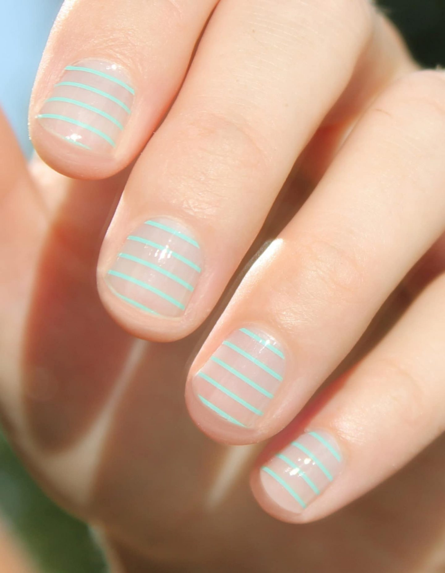 Short mint green nails with stripes