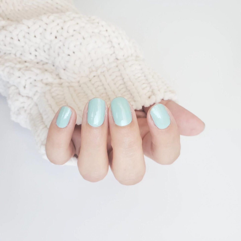 Short mint nails