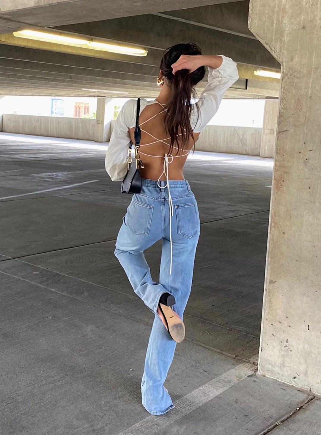 23 Cool Outfits With Mom Jeans For The Laid-Back Babe