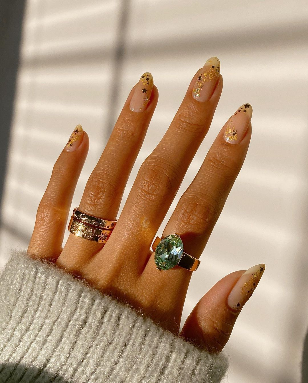Cute minimalist New Years nails with gold stars