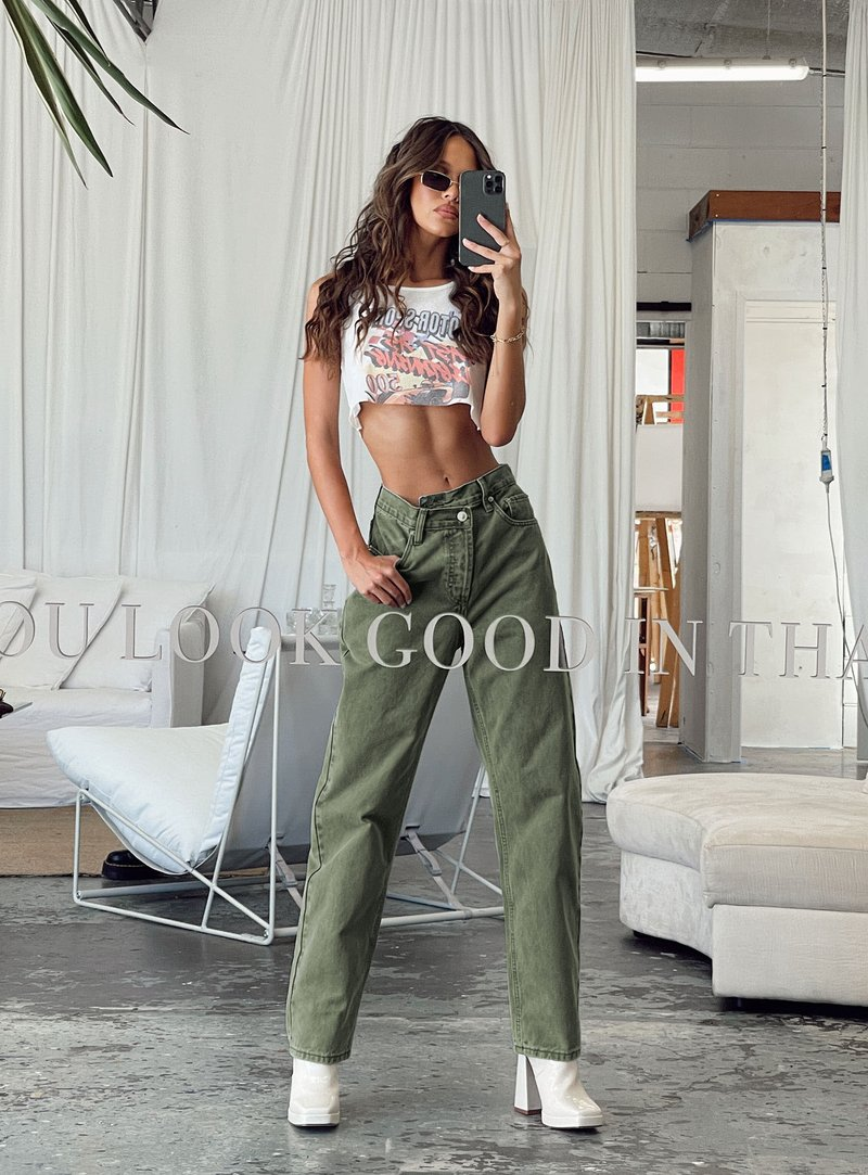 Baddie outfit with baggy washed green jeans