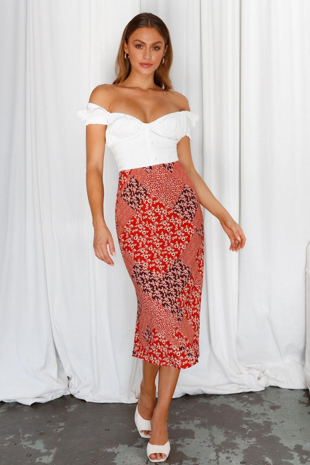 What To Wear To A Boat Party: Midi skirt