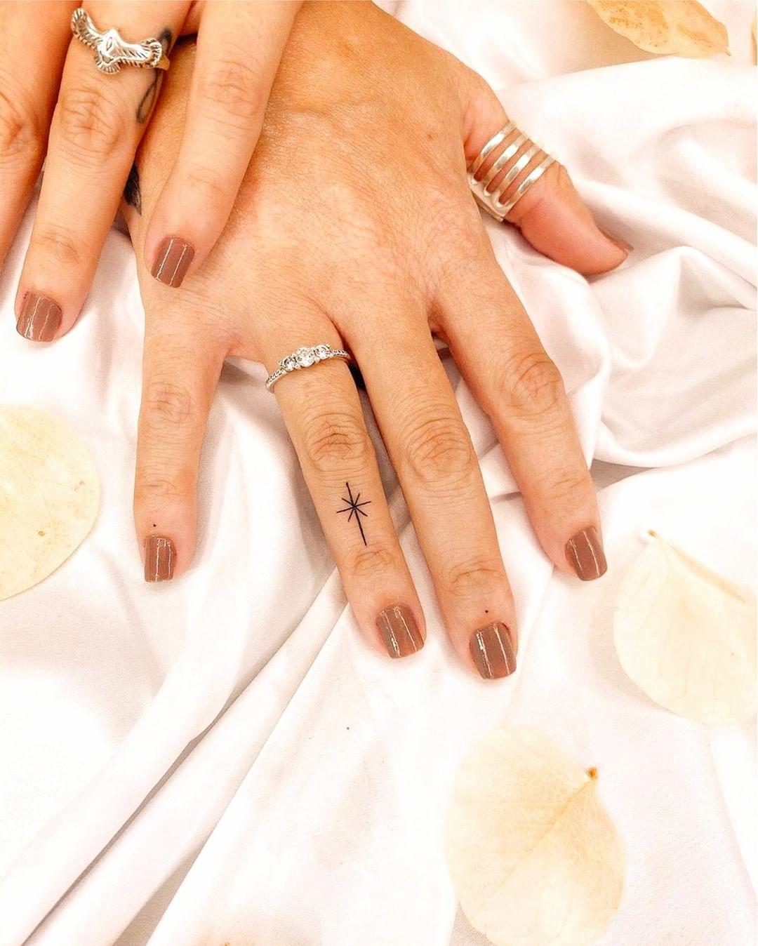 Finger tattoo ideas for females: Minimalistic star