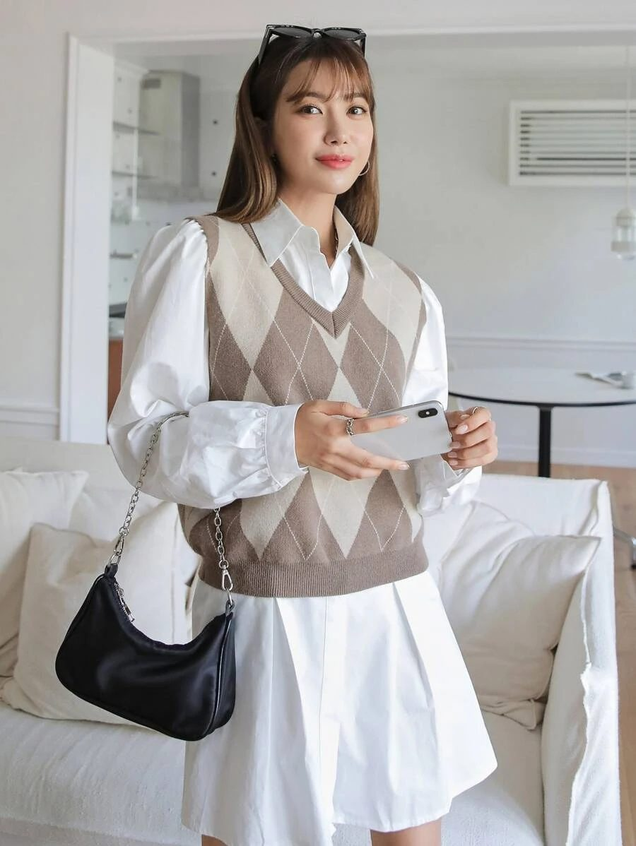 Light Academia Outfits: Argyle sweater vest