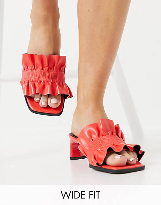 What Color Shoes To Wear With A Yellow Dress: Red sandals