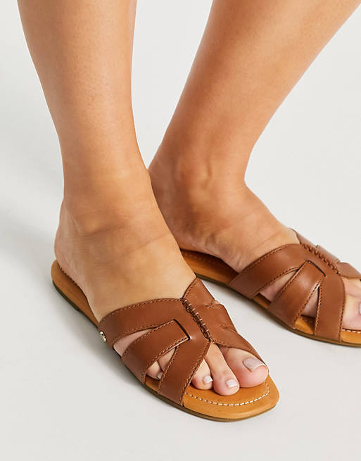 What Color Shoes To Wear With A Navy Dress: Dark brown slide sandals