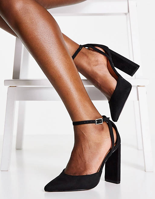 What Color Shoes To Wear With A Navy Dress: Black suede block heels