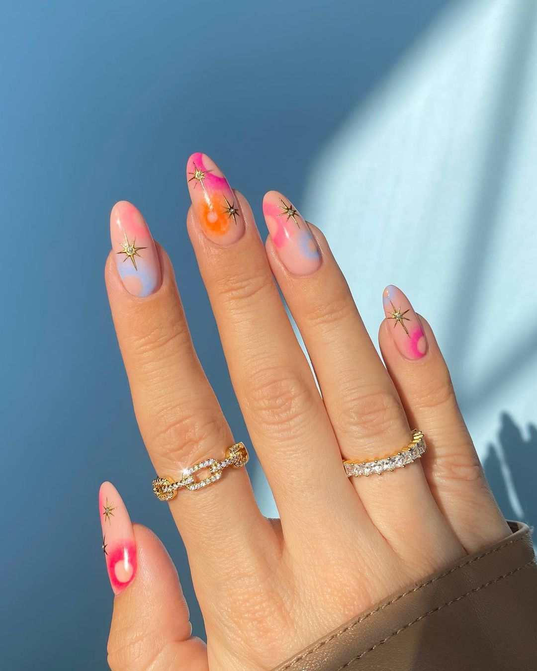Dainty swirl nails with gold stars