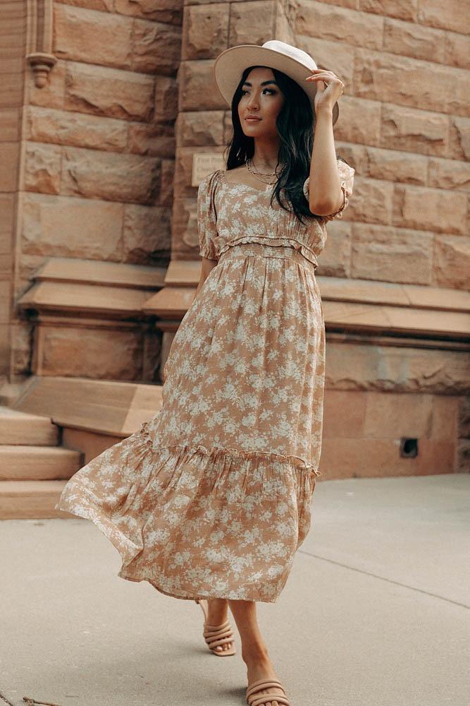 Boho Outfits: Beige floral maxi dress